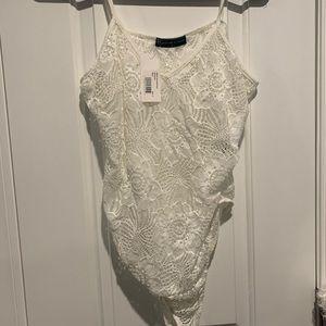 White bodysuit fashion to figure 2